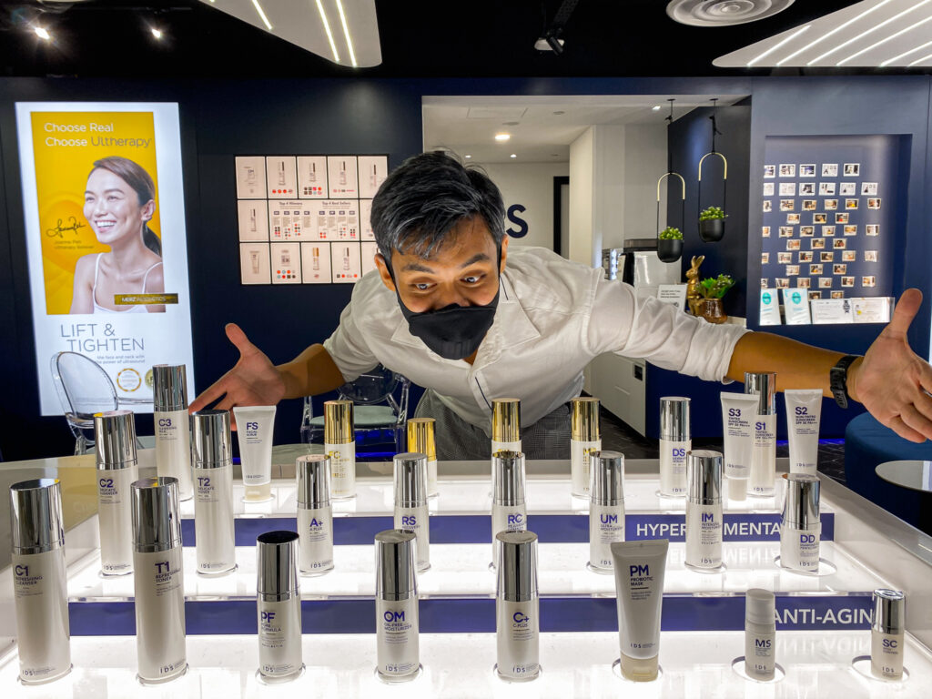 Eddy Chua seems to be very amazed with the range of skincare products which IDS offers at the clinic.